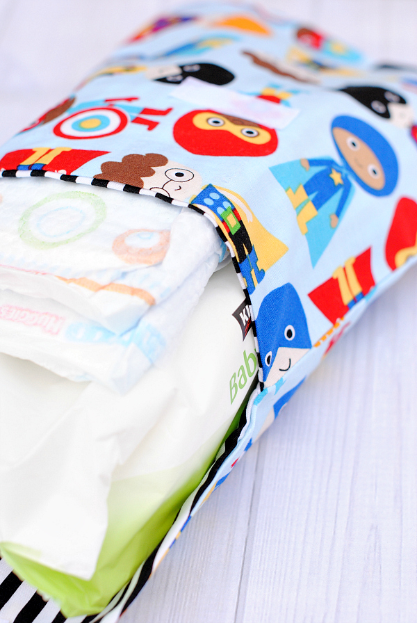 Diaper Clutch Pattern-Make this cute and easy diaper and wipes carrier. It's perfect for on the go or to keep in your car for on the road diaper changes! #sew #sewing #pattern #baby