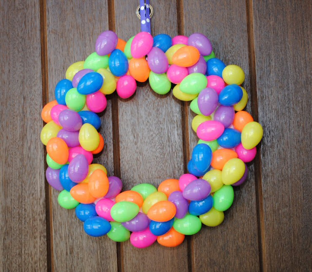 Make an easy easter egg wreath