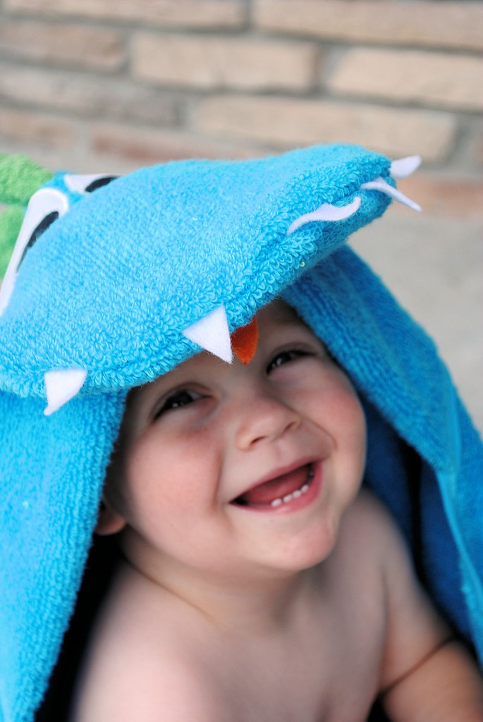 Dinosaur hooded towel forbaby tutorial