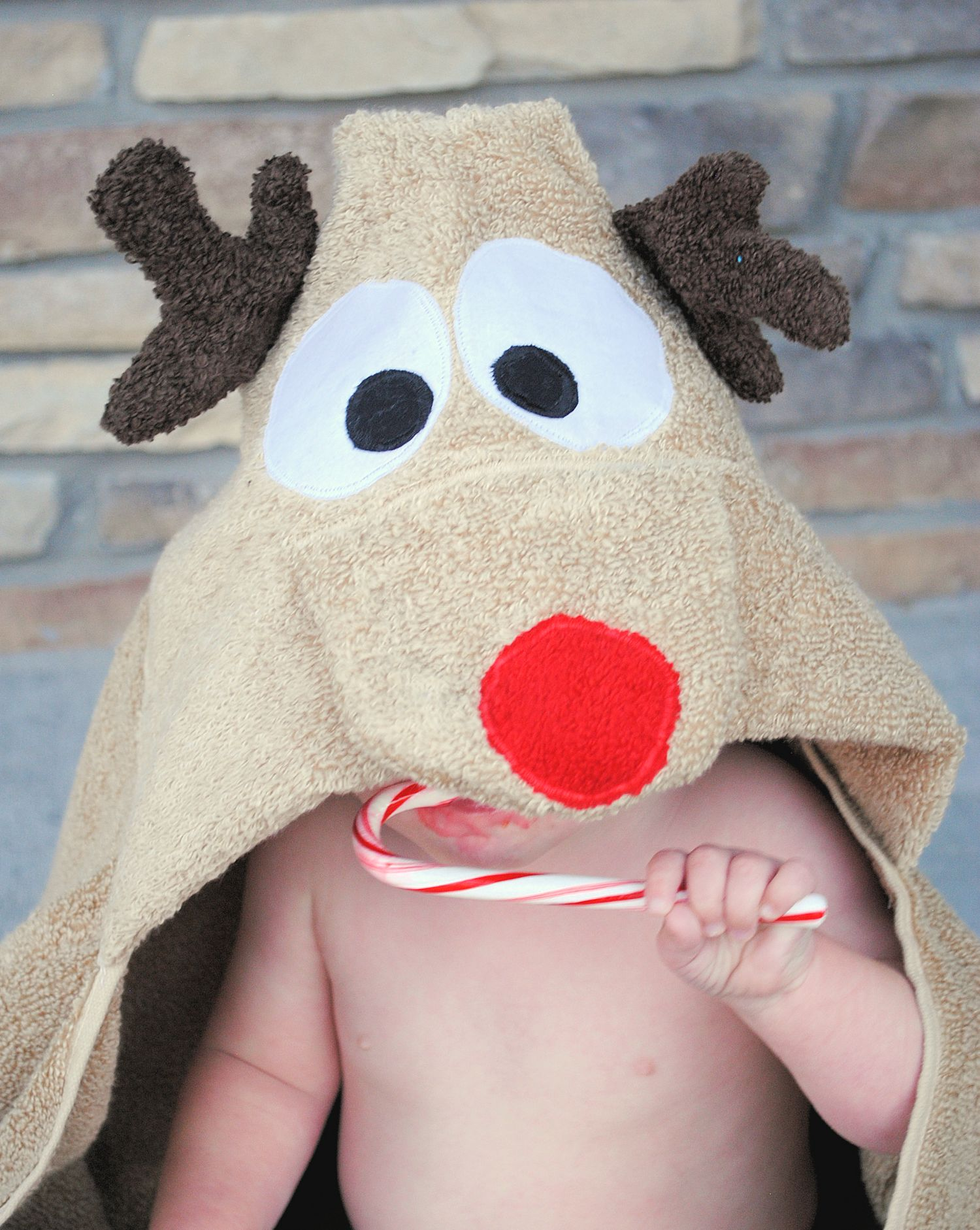 Reindeer Hooded Towel Pattern-This cute towel is a fun way to celebrate the holidays with the little ones. Makes a great Christmas sewing project. #sewing #christmas