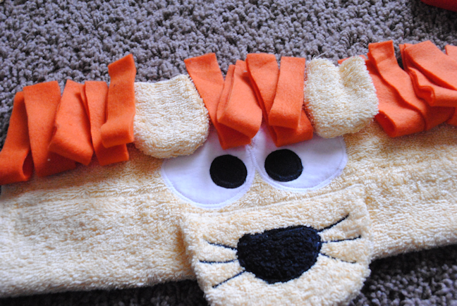 How to make a lion hooded towel