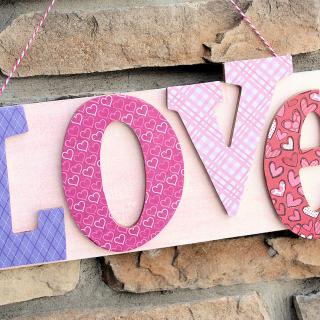 DIY LOVE Sign-Valentine Decoration Ideas