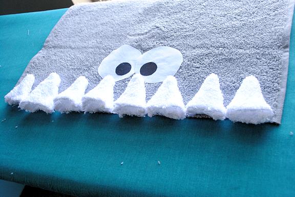 Sharkhoodedtoweltutorial