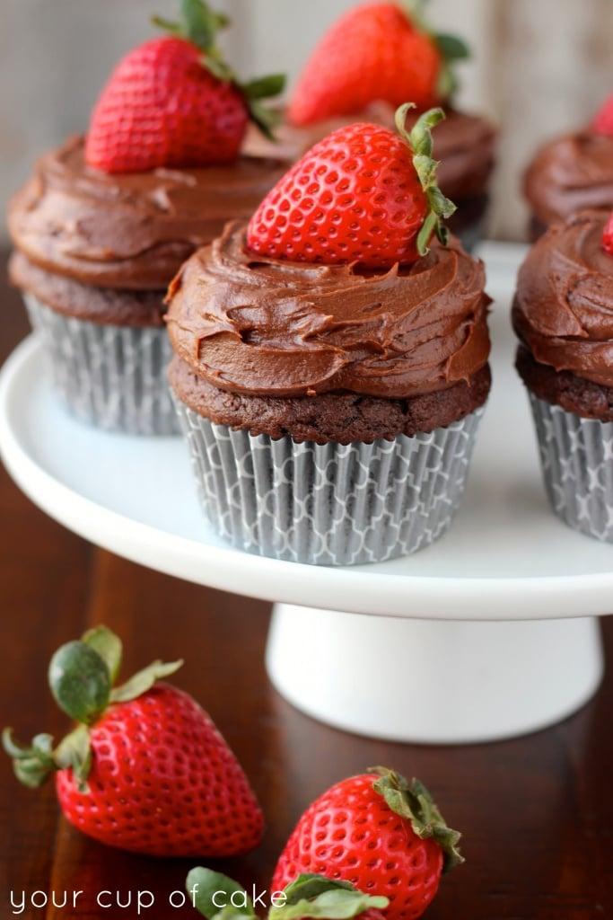 Chocolate-Sour-Cream-Cupcake-Frosting