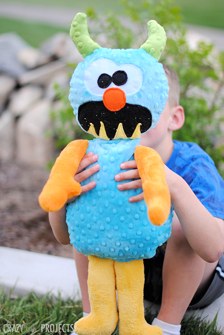 Cute Monster Stuffed Animal Patterns for kids! Make this little guy in any color and it's perfect for boys or girls and kids of all ages! Fun and easy to follow sewing pattern. #sewing #sew #freepatterns #kidstoys