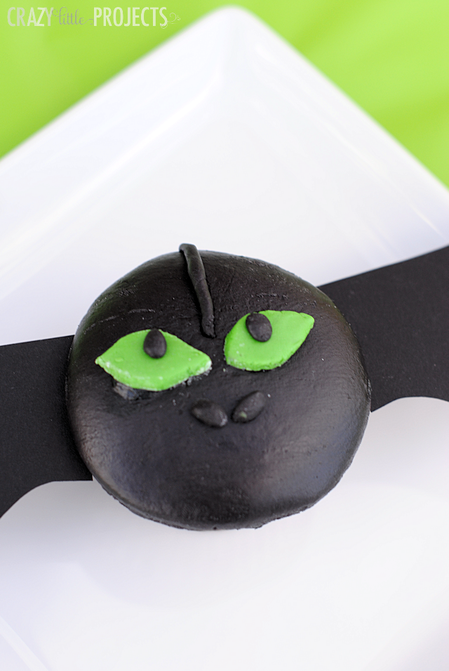 How to train your dragon party crazy little projects how to train your dragon toothless cupcakes ccuart Gallery