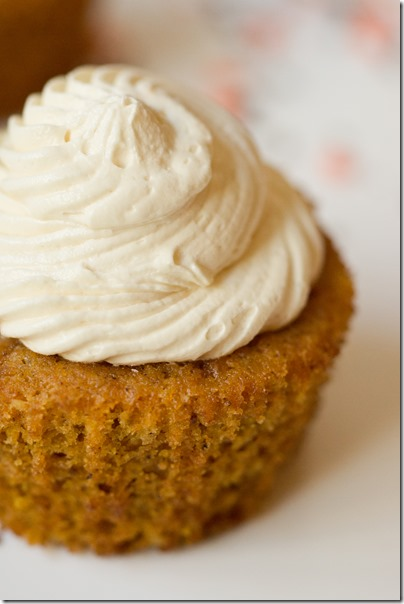 Caramelized-White-Chocolate-Truffle-Pumpkin-Cupcakes-11_thumb