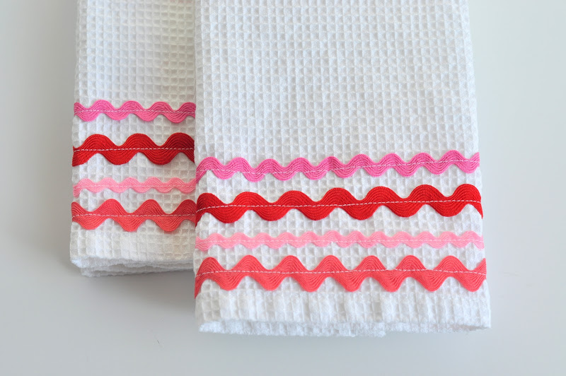 Sewing_Rick Rack Valentine Dish Towel_DSC_1671