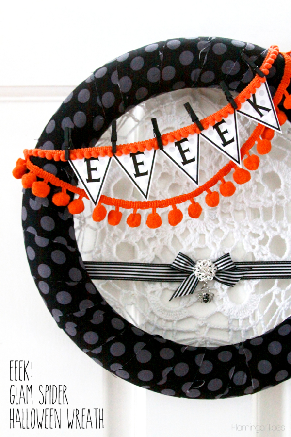 Eeeek-Glam-Spider-Halloween-Wreath1-600x900