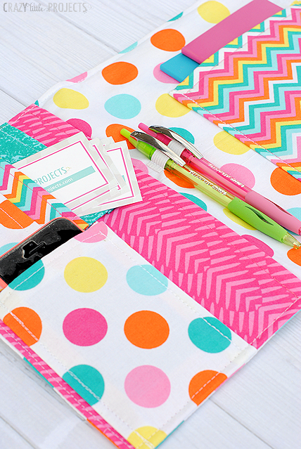 Love this organizer! Fits all the things I need to carry and it's a free pattern!