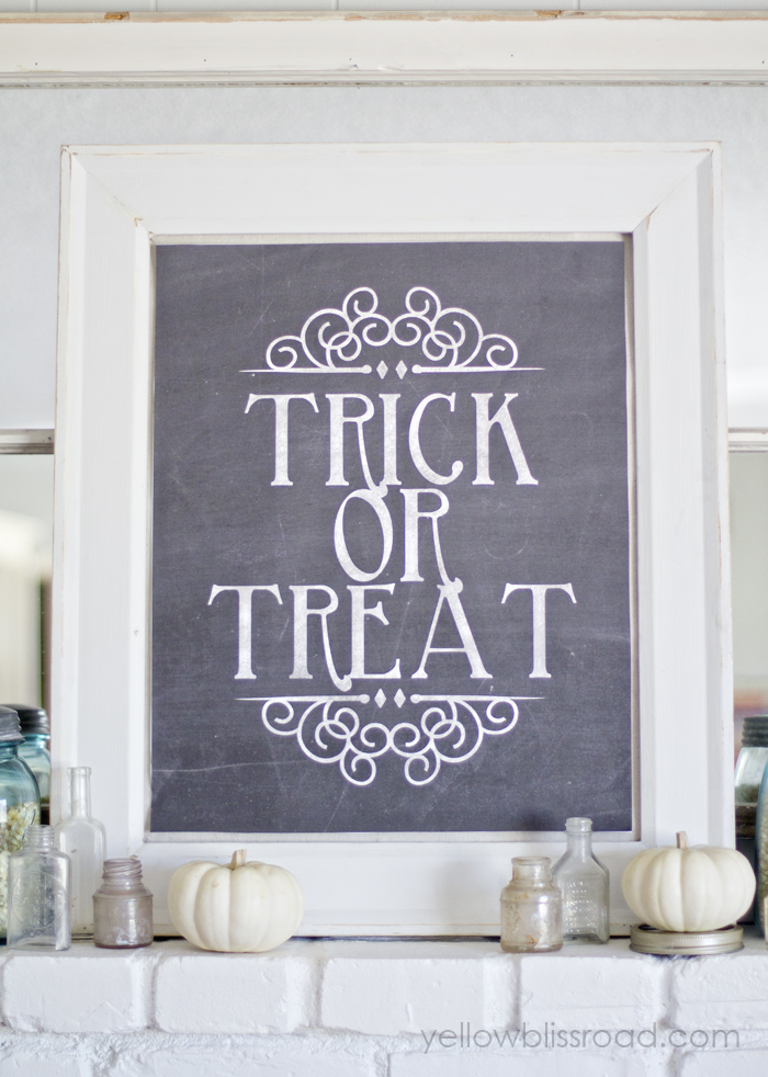 Trick-or-Treat-Mantel