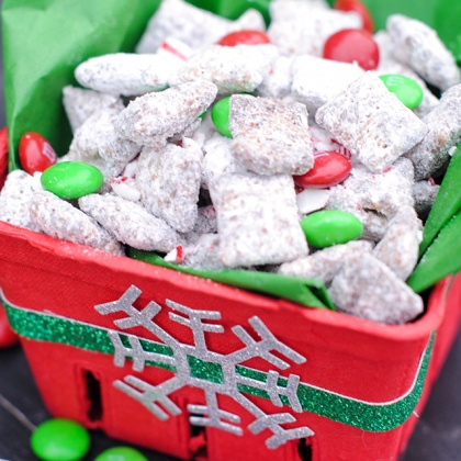 Christmas Muddy Buddies Recipe & Gift Idea