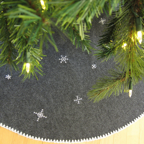 25 best christmas sewing projects for the holidays crazy little treeskirt solutioingenieria Choice Image