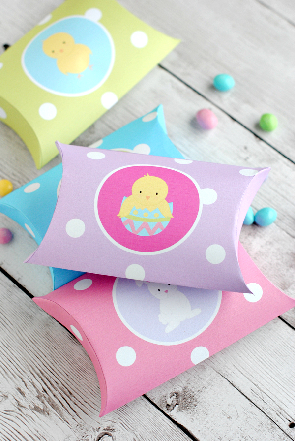 Cute Easter Favors: Pillow Boxes