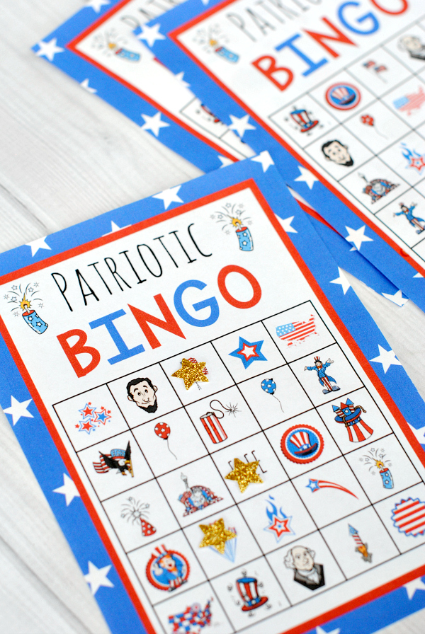 4th of July Bingo Game to Print and Play with the Kids this year! A perfect kids activity while you wait for the fireworks! #4thofjuly