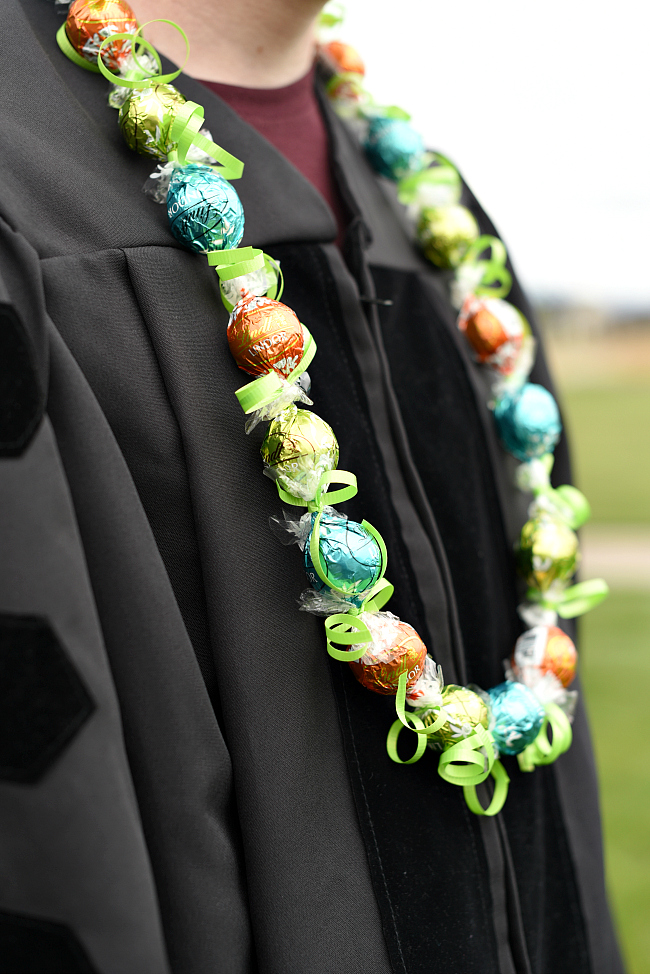 How to Make a Candy Lei for Graduation