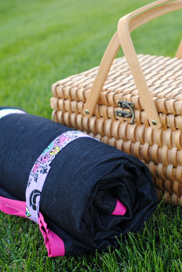Picnic Blanket with Straps