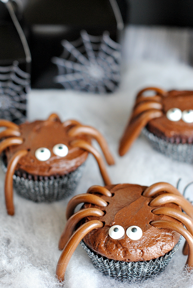 Halloween Spider Cupcakes and Treat Bags