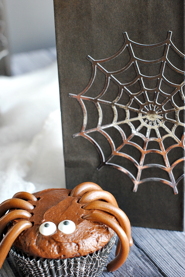 Cute Combo-Halloween Spider Cupcakes and Treat Bags