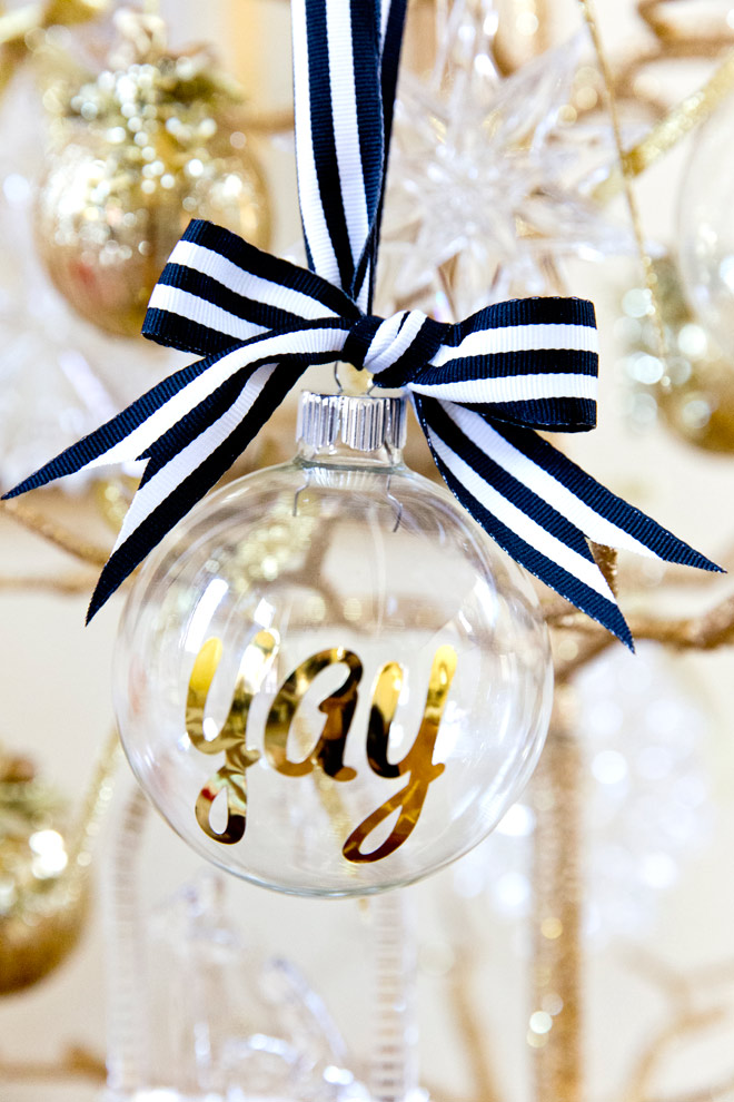 pizzazzerie.com-personalized-christmas-ornaments-1
