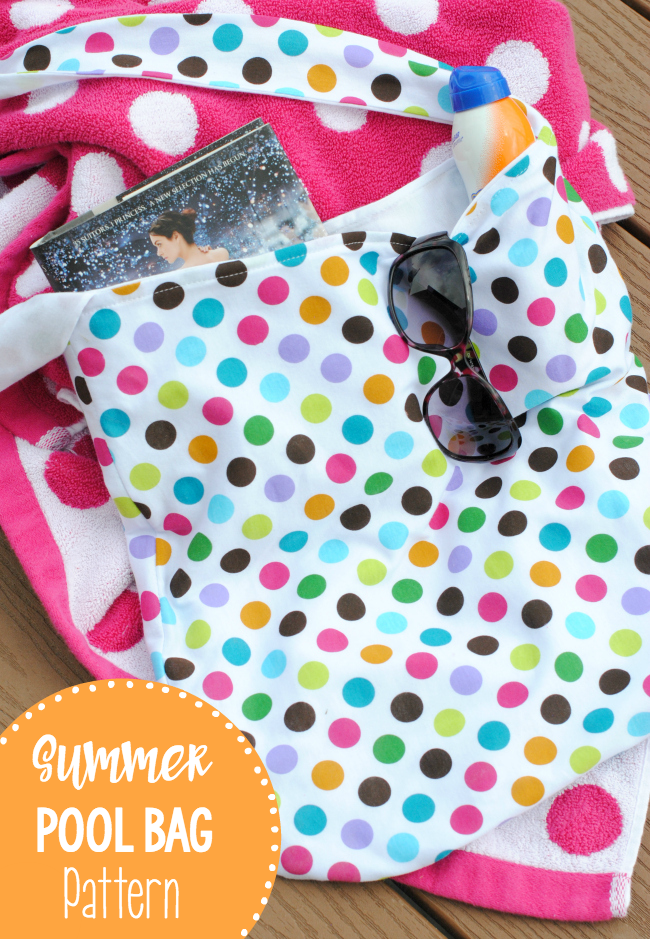 Summer Tote Bag Sewing Pattern-Beach Bag DIY that you can make and carry to the pool or beach this summer! #summer #sewing #sew #patterns #beachbag #totebag