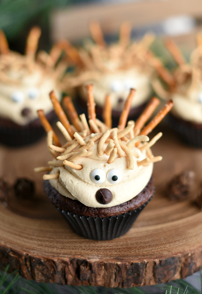 Cute Animal Cupcakes for Kids! These little porcupine cupcakes are so cute your kids will gobble them up. #cupcakes #dessert #dessertrecipe