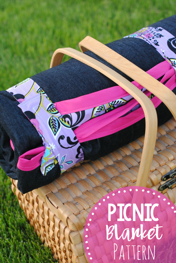 DIY Picnic Blanket Pattern and Tutorial-This blanket is perfect for summer picnics and outdoor events. #sewing #sew #pattern #blanket #summer #summerfun