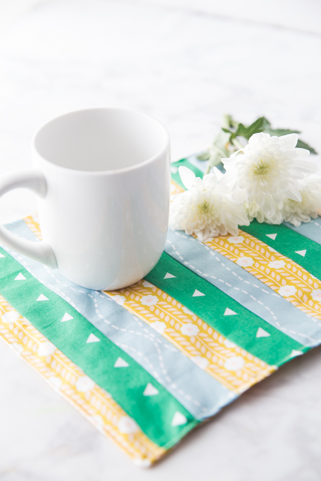 Free Cute Mug Rug Pattern-If you want easy mug rug patterns, try this cute one! So simple to sew! #sew #patterns