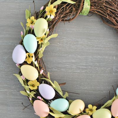 Easter Wreath-This festive Spring wreath is perfect to hang on your door this Spring and it's easy to make! #easter #spring #easterdecor #easterdecorations